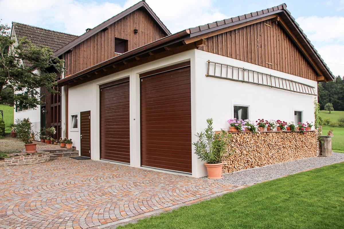 3 Einzelgaragen In Sonderhöhe Und Satteldach Passend Zu Wohnhaus